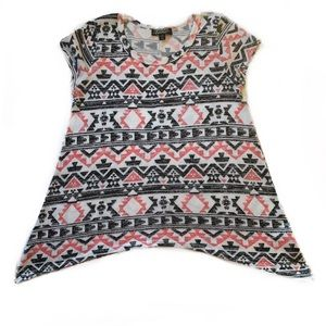 5/$25 Absolutely Famous Flare Tribal Blouse Medium